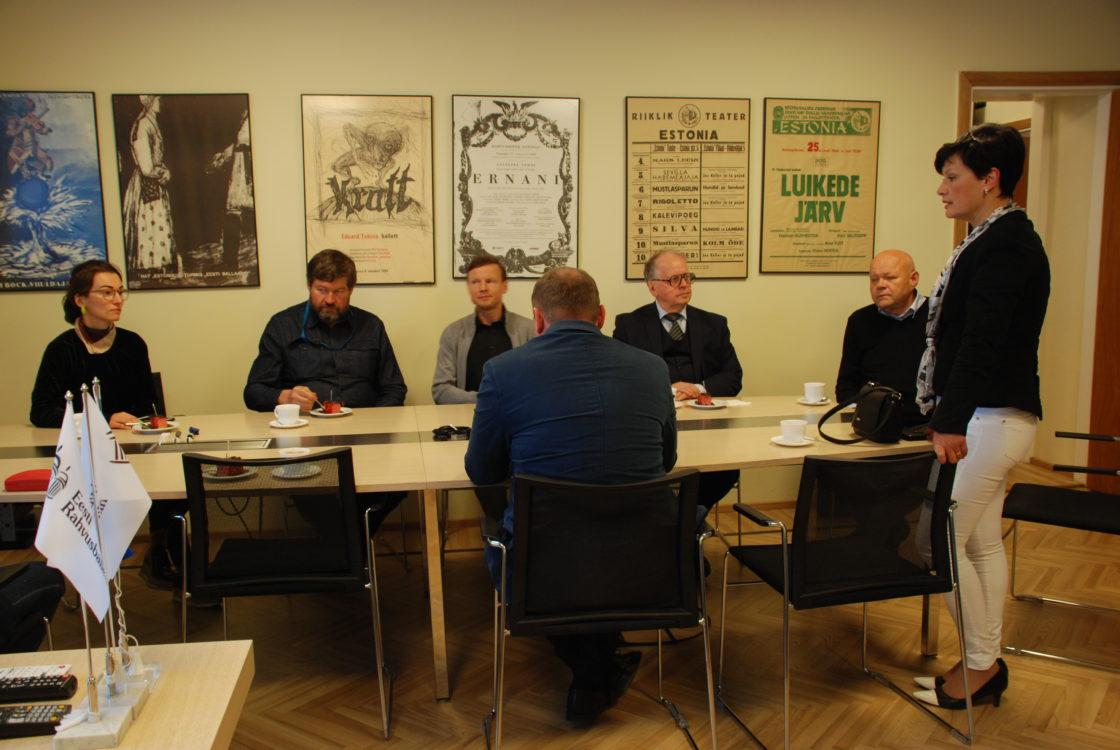 Riigikogu Rahvusooper Estonia sõprade toetusrühm arutas Estonia juhtidega uue ooperimaja võimaliku asukoha üle.  Yoko Alender, Mart Nutt, Enn Eesmaa, Ain Lutsepp, Laine Randjärv