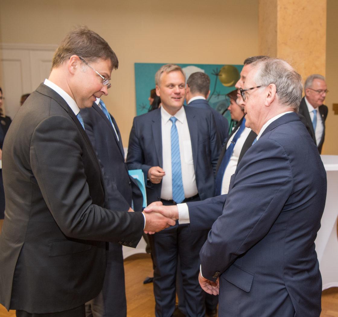 Euroopa Komisjoni rahandusvolinik Valdis Dombrovskis ja Riigikogu aseesimees Enn Eesmaa