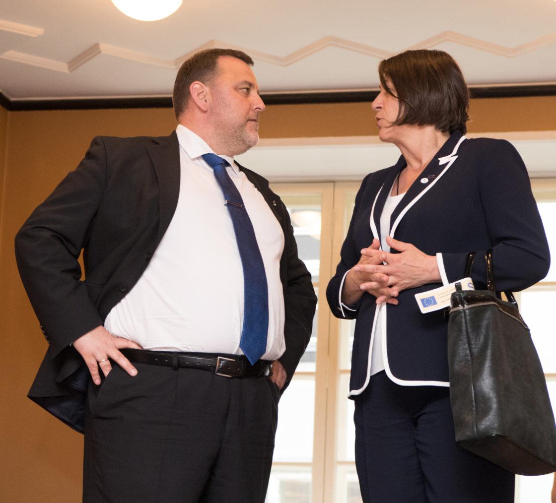 Majanduskomisjoni esimees Sven Sester ja Euroopa Komisjoni transpordivolinik Violeta Bulc