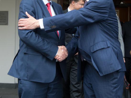 Hüvastijätt. Euroopa Komisjoni president Jean-Claude Juncker ja Riigikogu esimees Eiki Nestor