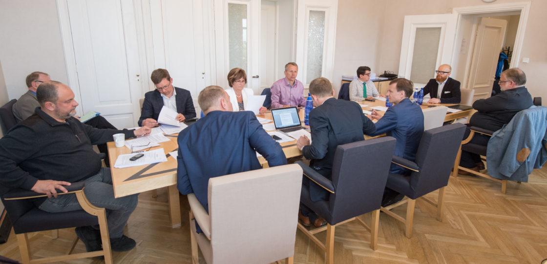 Rahanduskomisjoni istung
