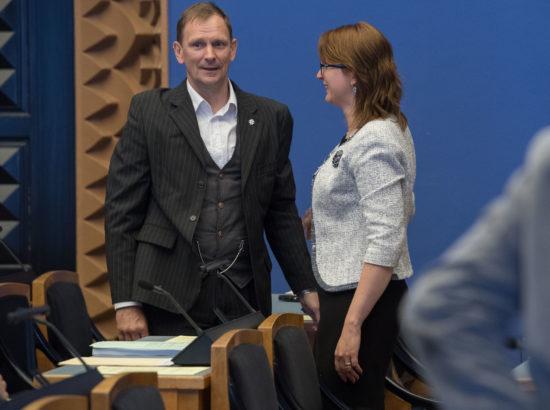 Riigikogu täiskogu istung, Tarmo Kruusimäe ametivanne