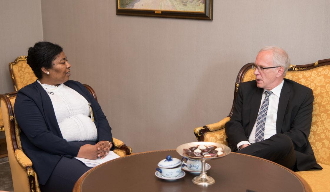 Riigikogu esimees Eiki Nestor kohtus Lõuna-Aafrika Vabariigi suursaadiku Carmen Jolene Smidtiga