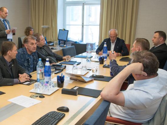 Majanduskomisjoni esimehe ja aseesimehe erakorraline valimine