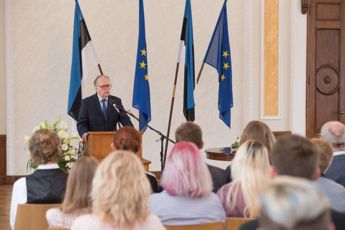 Riigikogu aseesimees Enn Eesmaa avab EV100 Noorte Maapäeva kogunemise