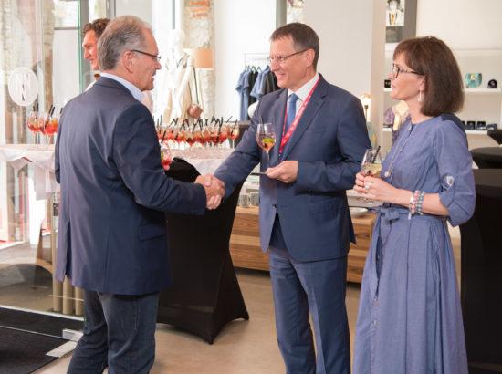 Külaliste tervitamine. Pärastlõunal oli külalistel võimalus tutvuda loomeinkubaaroriga Tallinn Designe House.
