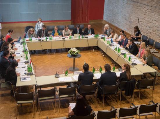 Eesistujakolmiku kohtumine