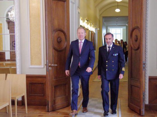 Väliskomisjoni ja riigikaitsekomisjoni liikmed kohtusid Euroopa Liidu Vahemere mereväeoperatsiooni EUNAVFOR MED Sophia peakorteri ülema kontradmiral Enrico Credentinoga