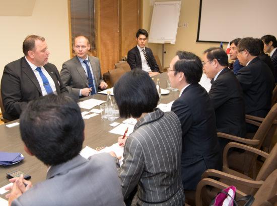 Majanduskomisjoni esimees Sven Sester kohtus Jaapani Esindajatekoja siseasjade ja kommunikatsiooni komisjoni liikmetega