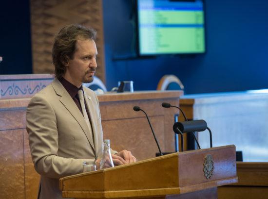 Täiskogu istung, peaministri poliitiline avaldus seoses 2018. aasta riigieelarve seaduse eelnõu üleandmisega; kultuuriministri ülevaade spordipoliitika 2016. aasta täitmise aruandest