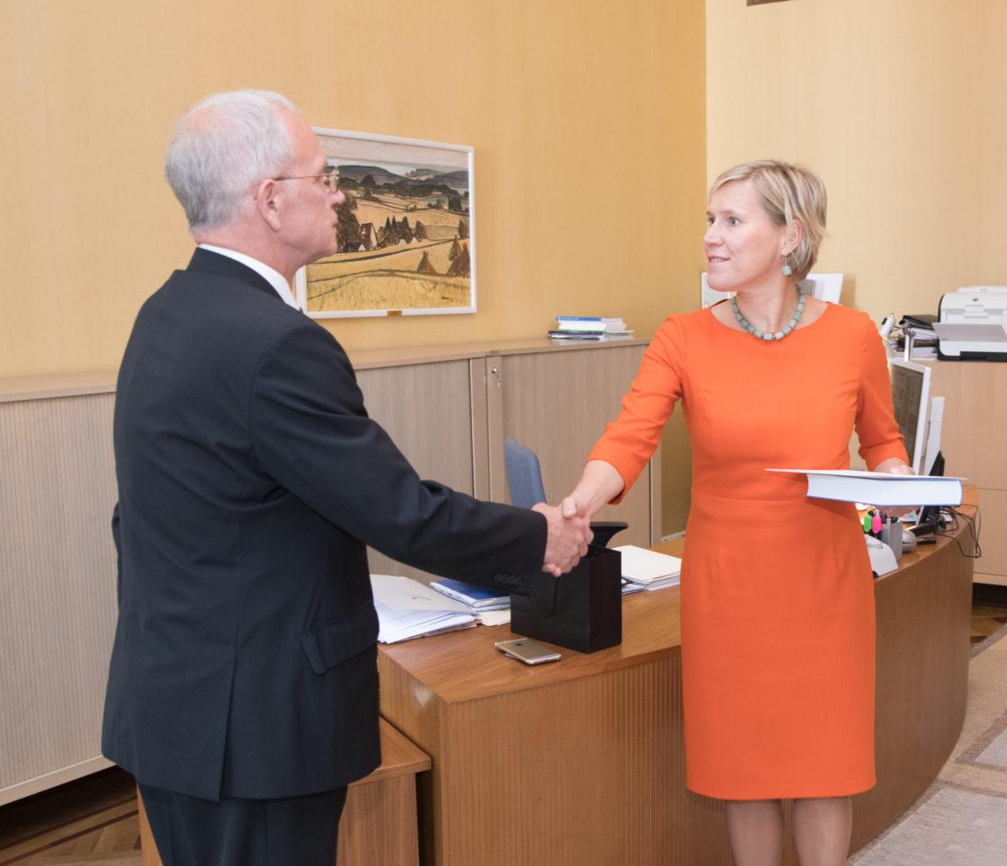 Riigikogu esimees Eiki Nestor võttis õiguskantsler Ülle Madiselt vastu aastaülevaate