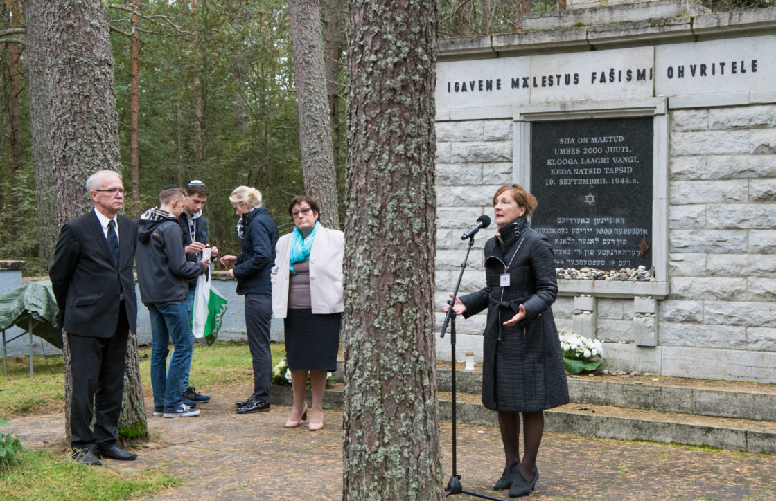 Riigikogu esimees Eiki Nestor pidas kõne Klooga mälestustseremoonial