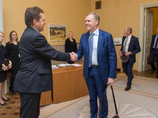 Riigikogu esimees Eiki Nestor kohtus Austraalia parlamendi Esindajatekoja esimehe Tony Smithiga