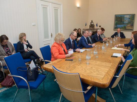 Keit Pentus-Rosimannus kohtus Austraalia parlamendi Esindajatekoja esimehe Tony Smithiga.