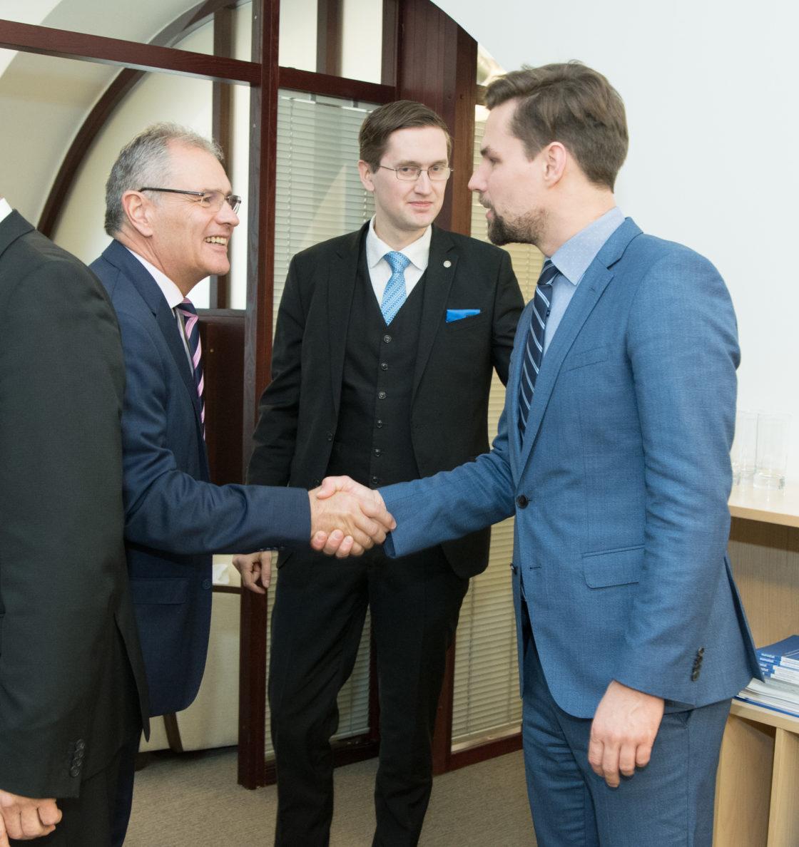Euroopa Liidu asjade komisjoni esimees Toomas Vitsut, komisjoni aseesimees Jaak Madison ja Kalle Palling kohtusid Austria parlamendi ülemkoja presidendi Edgar Mayeriga