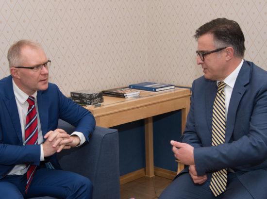 Riigikaitsekomisjoni esimees Hannes Hanso kohtus Rumeenia välisministeeriumi poliitika direktori Stefan Tinkaga