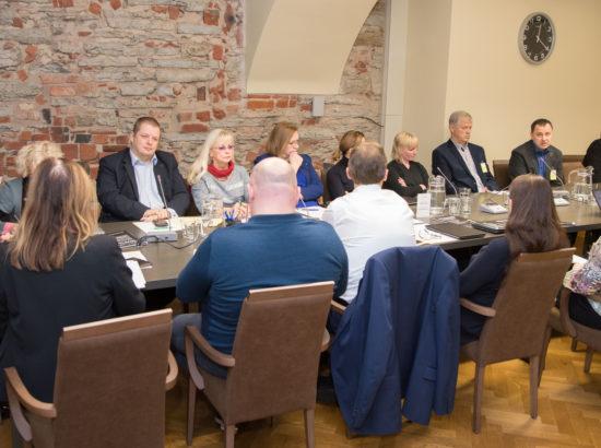"""Sotsiaalkomisjon arutab Eesti Väikekaupmeeste Liidu märgukirja """"Maapoodide kaitseks koguti 31 000 allkirja"""""""