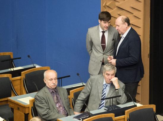 """Täiskogu istung, olulise tähtsusega riikliku küsimuse """"Kuidas tulla toime kriisidega põllumajanduses"""" arutelu"""