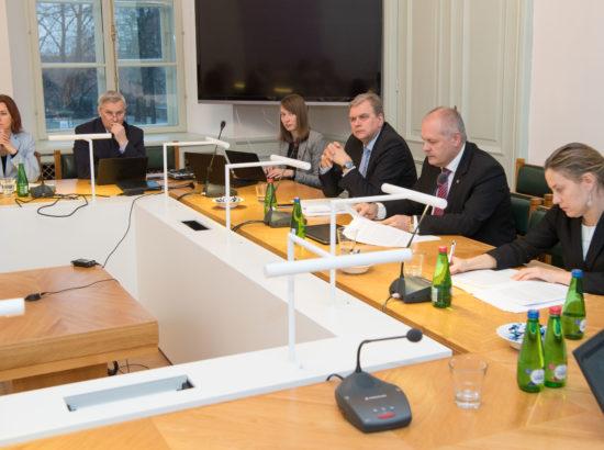 Väliskomisjon sai ülevaate Eesti tegevusest soome-ugri hõimurahvaste toetamisel