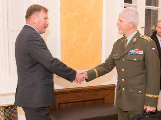 Riigikaitsekomisjoni aseesimees Mart Helme ja liige Johannes Kert kohtusid NATO Sõjalise Komitee esimehe kindral Petr Paveliga