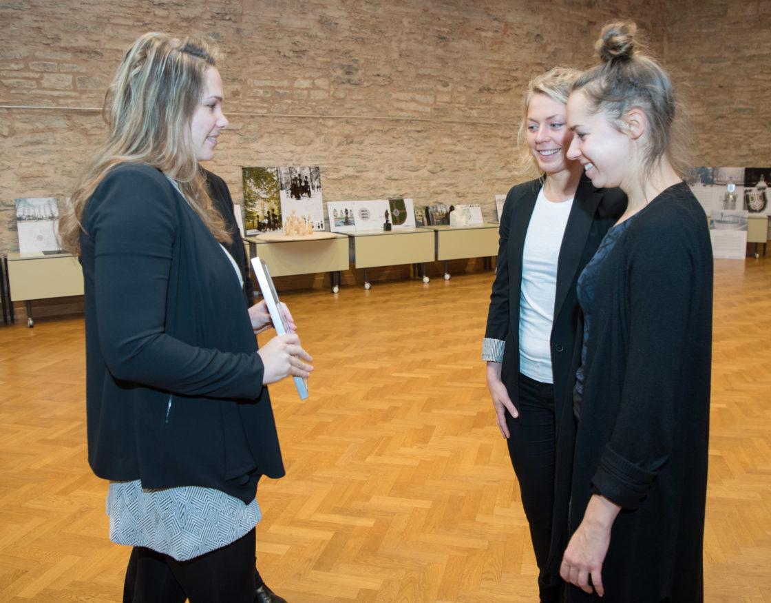 """III koha pälvinud töö """"Tsõõr"""" autorid - Annika Valkna, Liina Soosaar ja Merilin Kaup"""