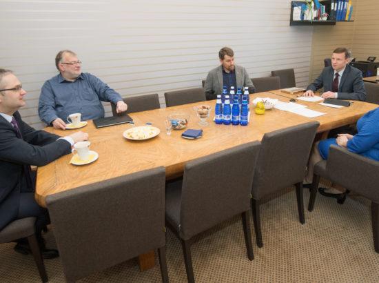 Riigieelarve kontrolli erikomisjon kohtus riigikontrolöri kandidaadi Janar Holmiga