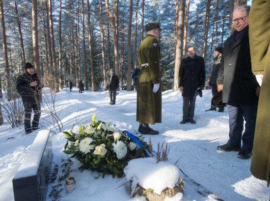 Riigikogu aseesimees Enn Eesmaa osales riiklikul mälestustalitusel Metsakalmistul