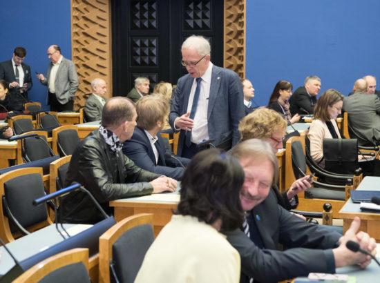 """Täiskogu istung, olulise tähtsusega riikliku küsimuse """"Kuidas eakana hakkama saada – hoolduskindlustuse loomine?"""" arutelu"""