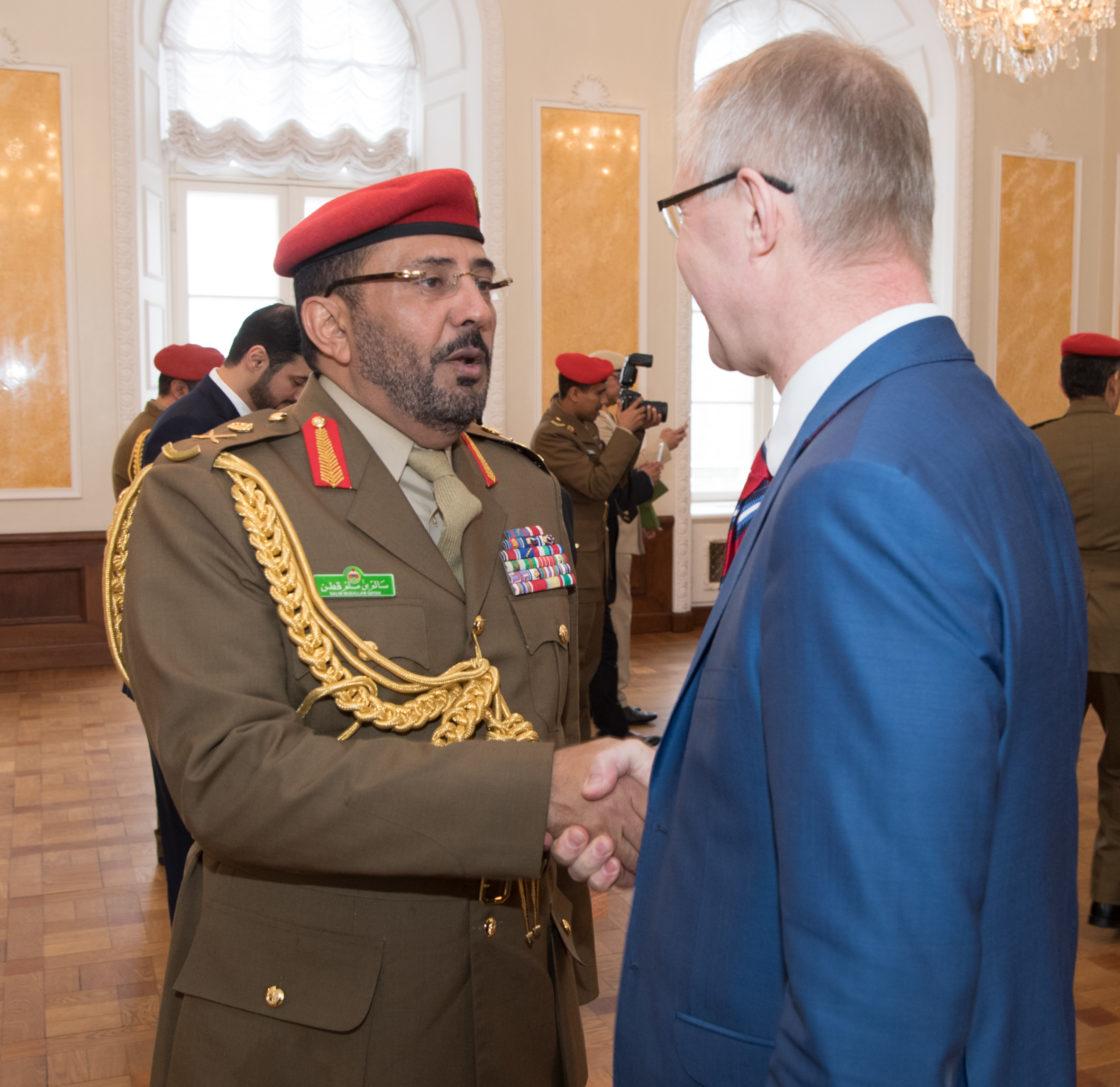Riigikaitsekomisjoni esimees Hannes Hanso kohtus Omaani Sultanaadi Kaitsekolledži kõrgematest ja vanemohvitseridest koosneva delegatsiooniga