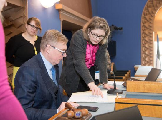 Riigikogu aseesimees Kalle Laanet Riigikogu istungisaalis