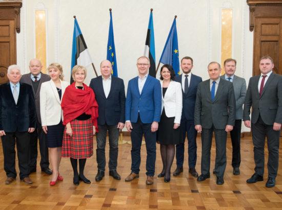 Riigikaitsekomisjoni ühisfoto koos ametnikega