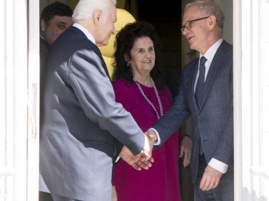 Riigikogu esimees Eiki Nestor õnnitles president Arnold Rüütlit 90 aasta juubeli puhul
