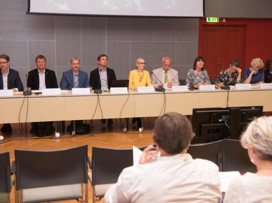 """Riigikogu probleemkomisjon rahvastikukriisi lahendamiseks tutvustas dokumenti """"Rahvastikupoliitika põhialused 2035"""""""