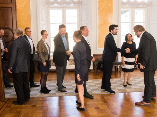 Kultuurikomisjoni esimees Aadu Must ning liikmed Yoko Alender ja Toomas Jürgenstein kohtusid Rheinland-Pfalzi liidumaa parlamendi asepresidendi Astrid Schmitti, hariduse valdkonna riigisekretäri Hans Beckmanni ja liidumaa parlamendi hariduskomisjoniga