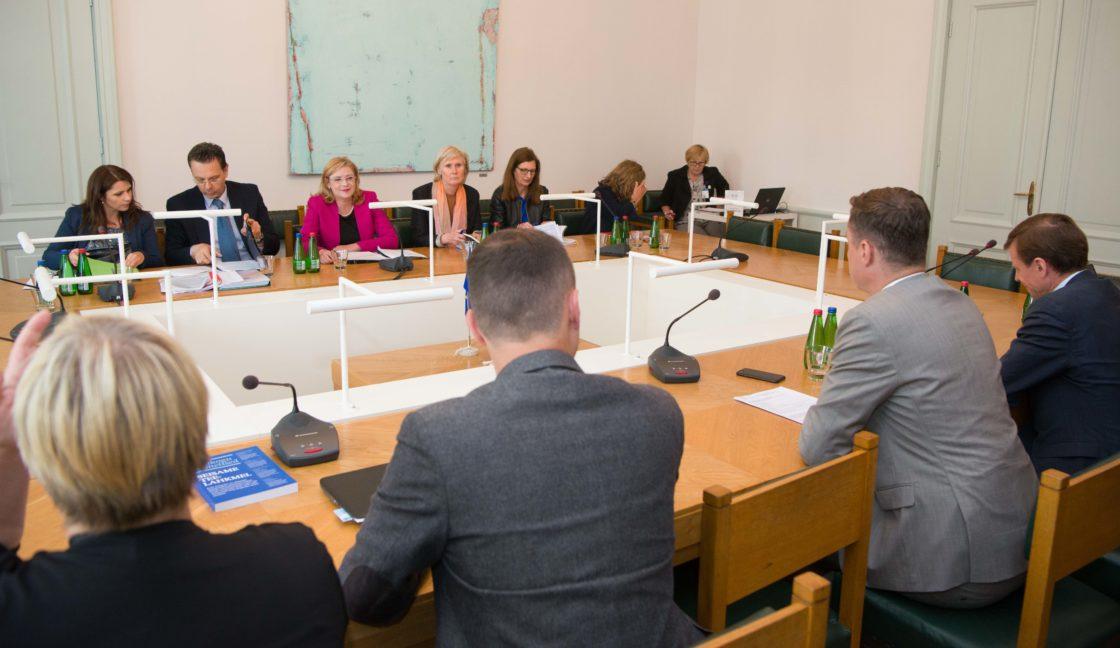Rahanduskomisjoni liikmed kohtusid Euroopa Komisjoni regionaalpoliitika voliniku Corina Cretuga