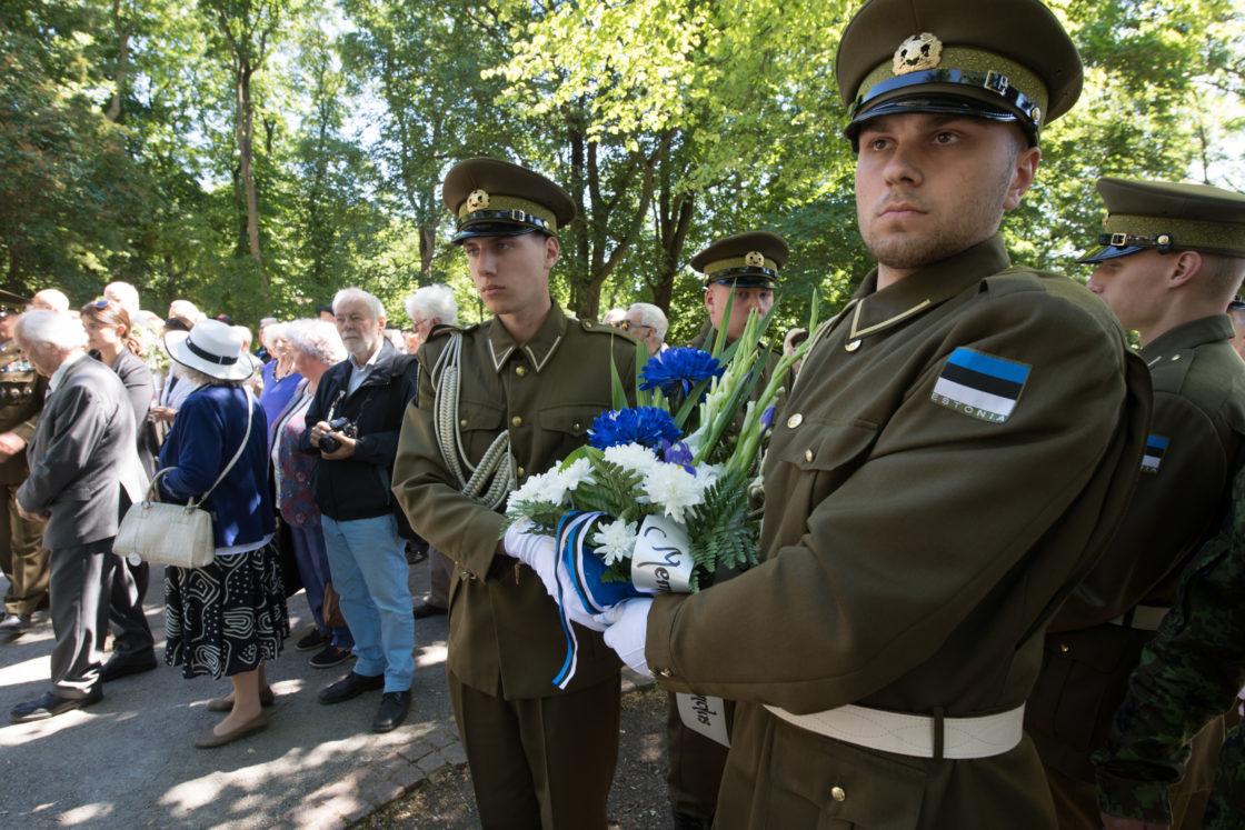 Riigikogu esimees Eiki Nestor pidas kõne ja asetas Riigikogu nimel pärja juuniküüditamise mälestustseremoonial