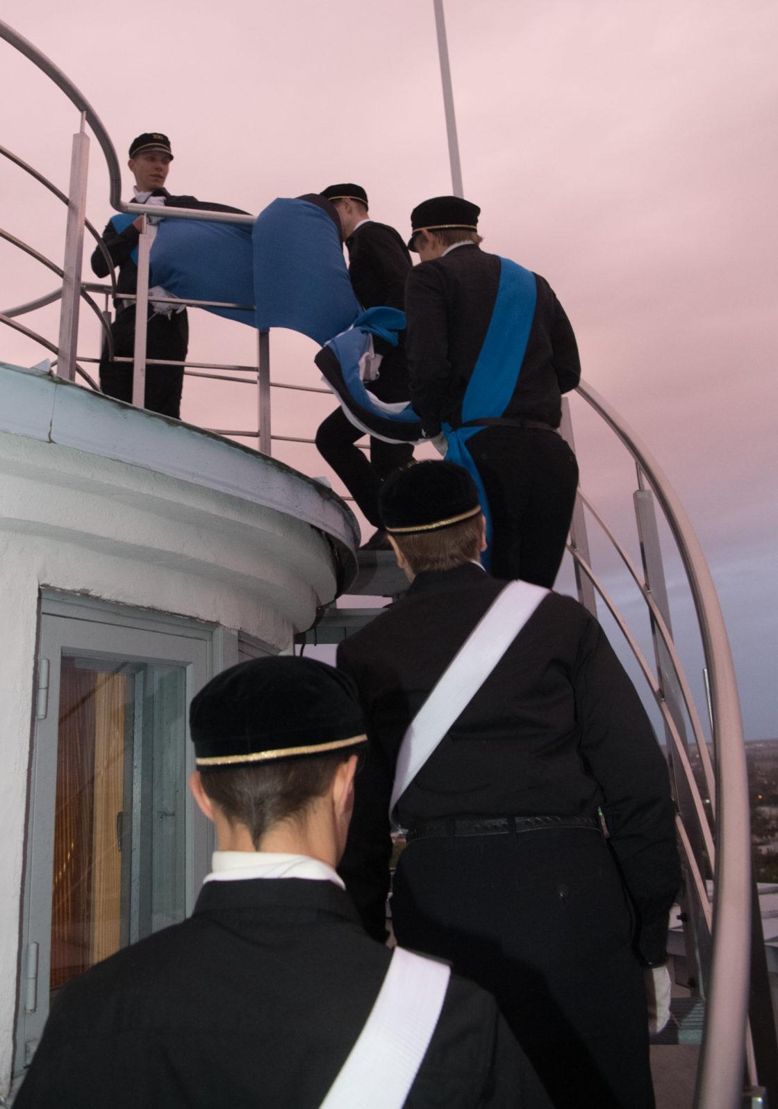 Vastupanuvõitluse päeval heiskasid Pika Hermanni torni lipu 21. Kooli õpilased
