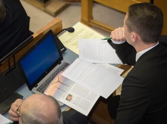 """Täiskogu istung, olulise tähtsusega riikliku küsimuse """"Eesti vajab põlevkivienergeetikast väljumise strateegiat ehk PÕXITit"""" arutelu"""