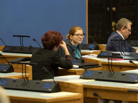 """Täiskogu istung, olulise tähtsusega riikliku küsimuse """"Kuidas lühendada ravijärjekordi"""" arutelu"""
