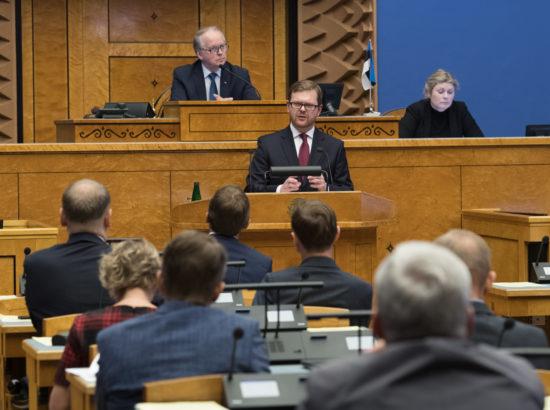 """Täiskogu istung, olulise tähtsusega riikliku küsimuse """"Rahapesu tõkestamise probleem"""" arutelu"""