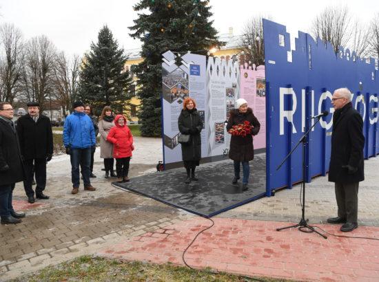 """Näituse """"Riigikogu 100"""" avamine Viljandi Raekoja platsil"""