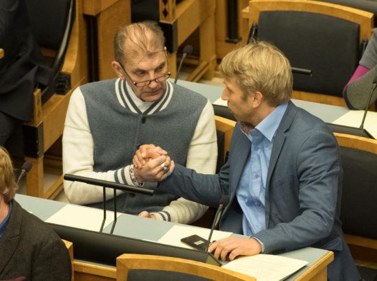 Riigikogu istung 3.12.2018, avaldus Ukraina toetuseks