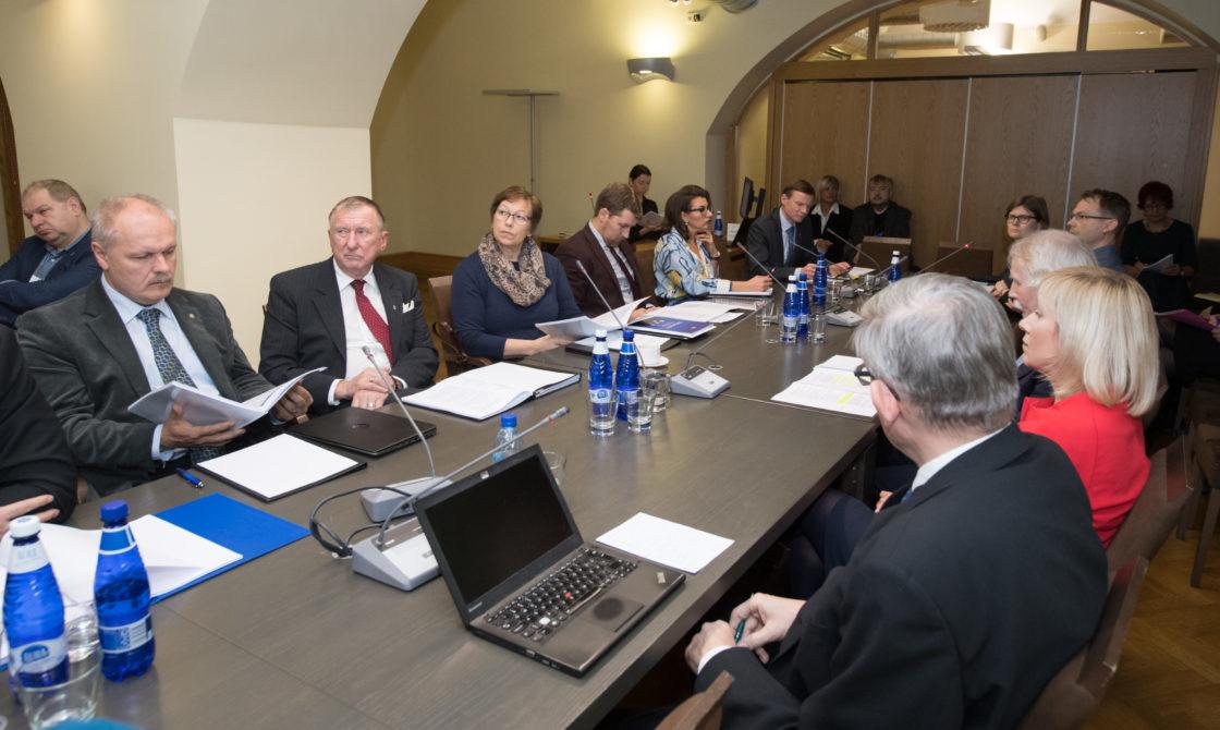 Riigieelarve kontrolli erikomisjon arutas omavalitsuste teavitustegevust valdade ja linnade infolehtedes
