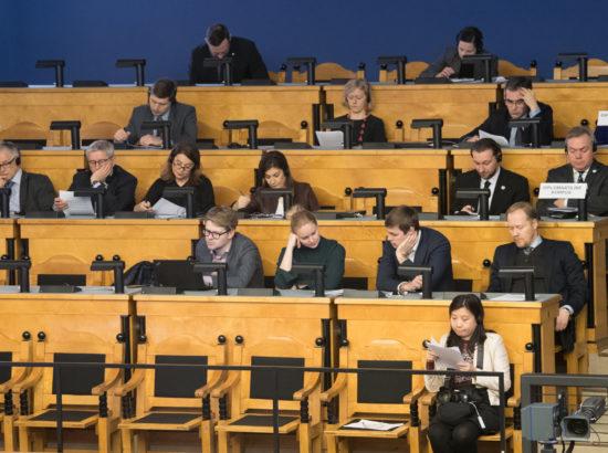 Täiskogu istung, välispoliitika arutelu olulise tähtsusega riikliku küsimusena