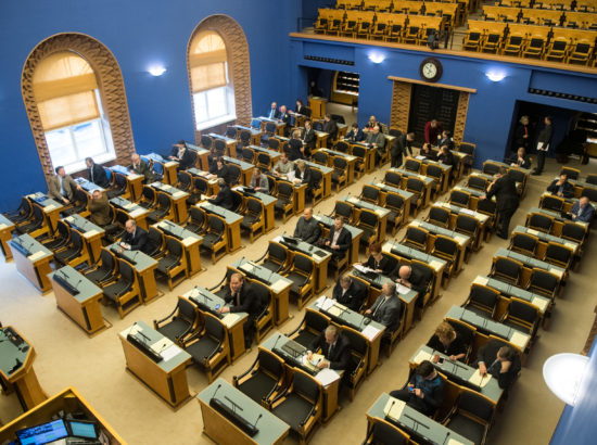 """Täiskogu istung, olulise tähtsusega riikliku küsimuse """"Infojulgeolek, sellega seotud ohud demokraatiale ja õigusriigile"""" arutelu"""