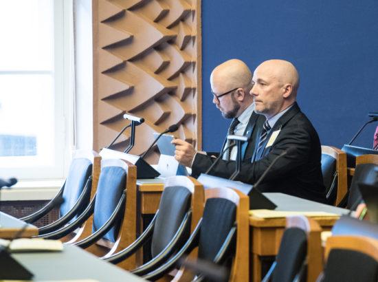 """Täiskogu istung, Eesti Vabaerakonna fraktsiooni algatatud olulise tähtsusega riikliku küsimuse """"Infojulgeolek, sellega seotud ohud demokraatiale ja õigusriigile"""" arutelu"""