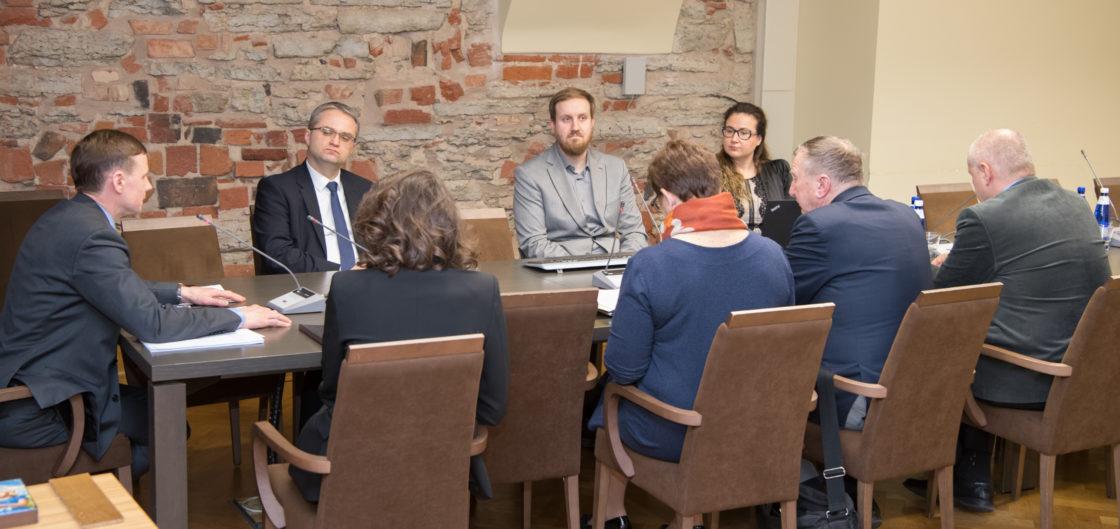 Riigieelarve kontrolli erikomisjoni istung, ülevaade erakondade 2019. aasta valimisprogrammide analüüsist