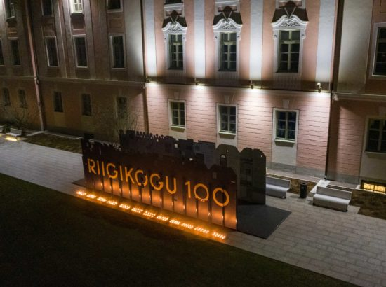 Jüriöö märgutule saabumine ja 120 küünla süütamine Asutava Kogu liikmete mälestuseks