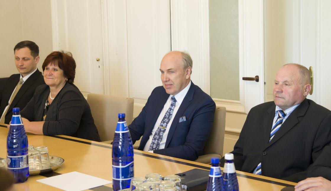 Rahanduskomisjoni esimehe ja aseesimehe valimised. Kersti Sarapuu, Aivar Kokk ja Tiit Kala