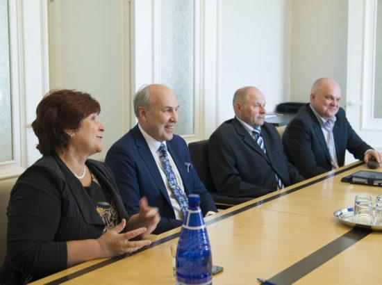 Rahanduskomisjoni esimehe ja aseesimehe valimised.  Kersti Sarapuu, Aivar Kokk, Tiit Kala ja Urmas Reitelmann.